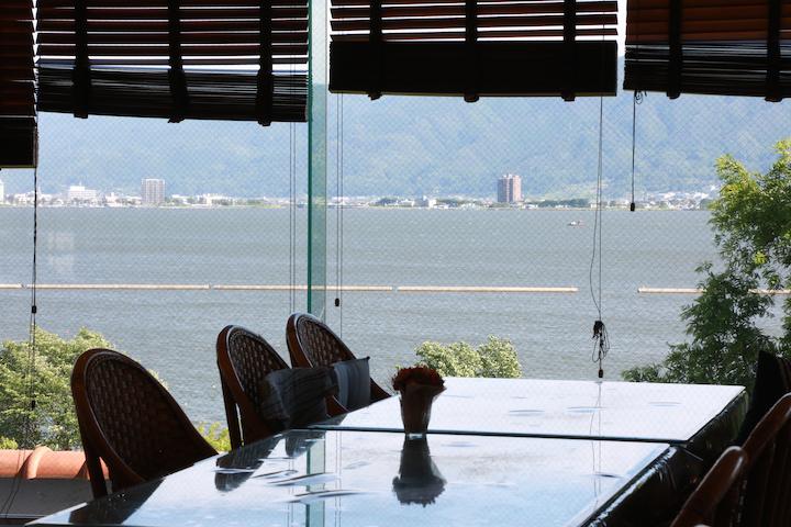 食堂から望む諏訪湖