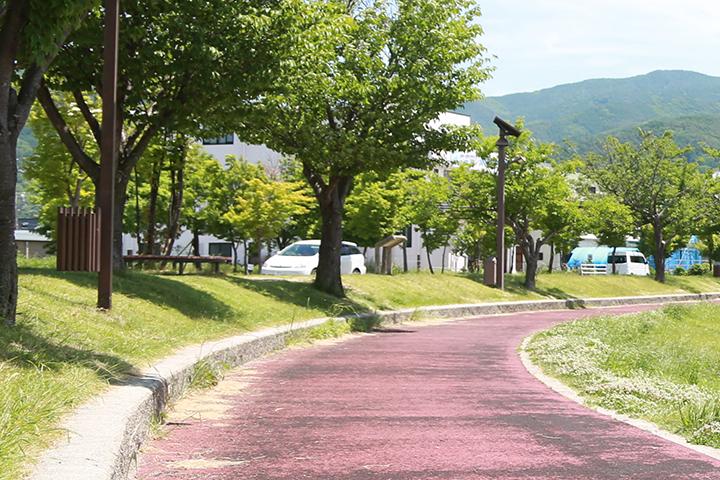 諏訪湖畔の遊歩道